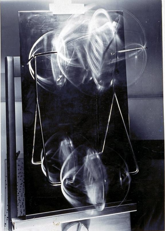 09_Moholy_Nagy_Laszlo-Kinetic_Sculpture_Moving